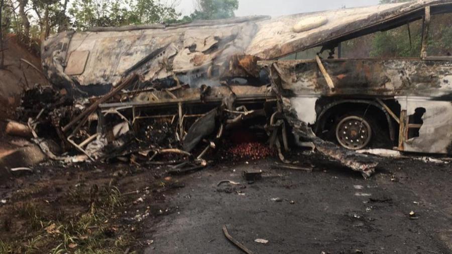 Choque de autobuses en Ghana, deja al menos 60 muertos