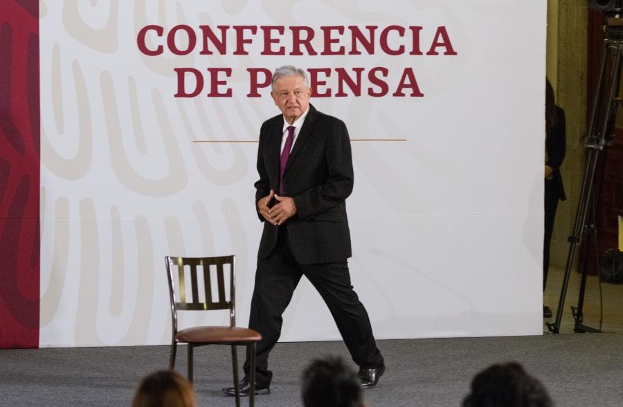 "Crítica AMLO a expresidentes y ""fifís"""