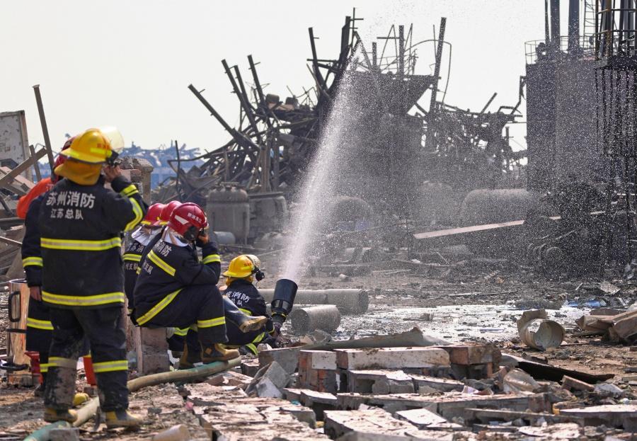 Suman 78 muertos tras explosión en planta química en China