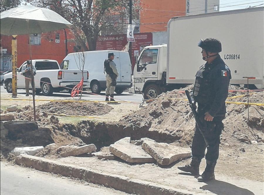 Pemex sigue buscando fuga de gasolina en ducto clandestino de Azcapotzalco