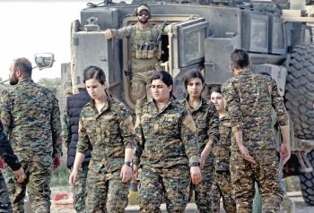 Kurdos esperan recuperar territorio tras caída del EI