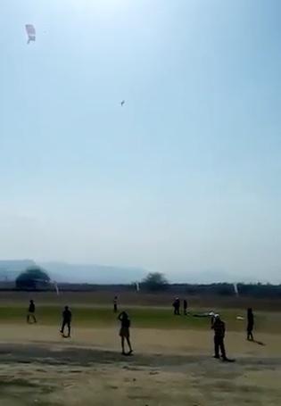 Difunden video de caída de paracaidistas en Tequesquitengo (VIDEO)