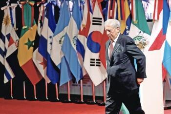 Vargas Llosa insta a AMLO a disculparse con indígenas