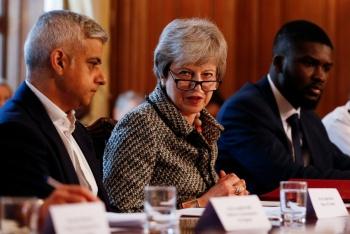 Presionan a May en la búsqueda de un Brexit más suave