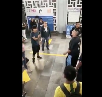 Ambulantes golpean a joven en el Metro General Anaya