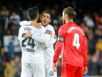 Valencia vence al Real Madrid y se acerca a la Champions