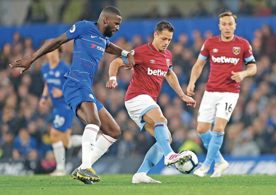 Chicharito pierde con el West Ham frente al Chelsea