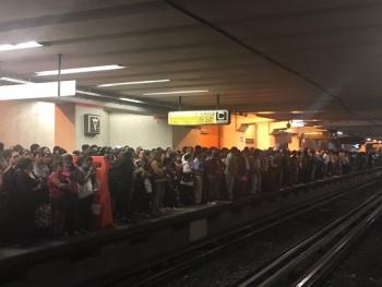 Fallas en Línea 9 del Metro provoca caos