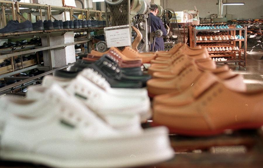 México renueva aranceles a importaciones de calzado, textiles y confección