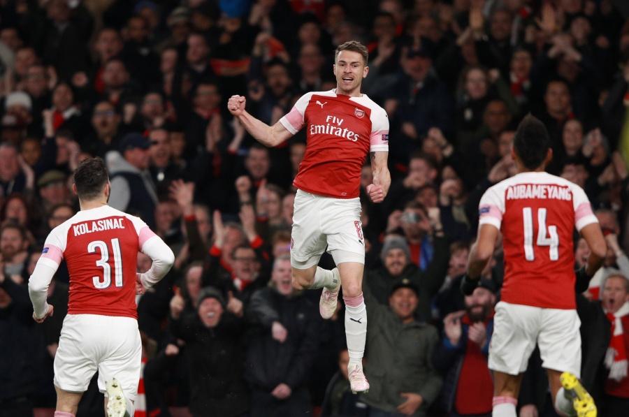 Arsenal pone pie y medio en semifinales tras derrotar el Nápoles en la Europa League