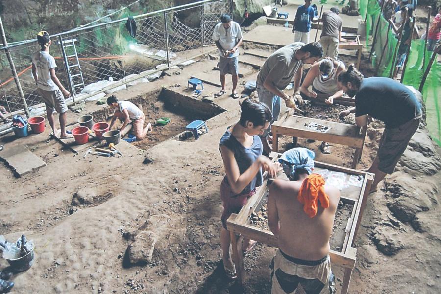 Hallan en Filipinas 13 huesos de nueva especie humana