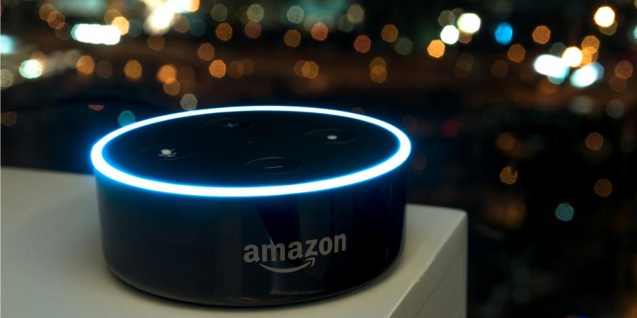 Amazon escucha y transcribe conversaciones de usuarios con Alexa