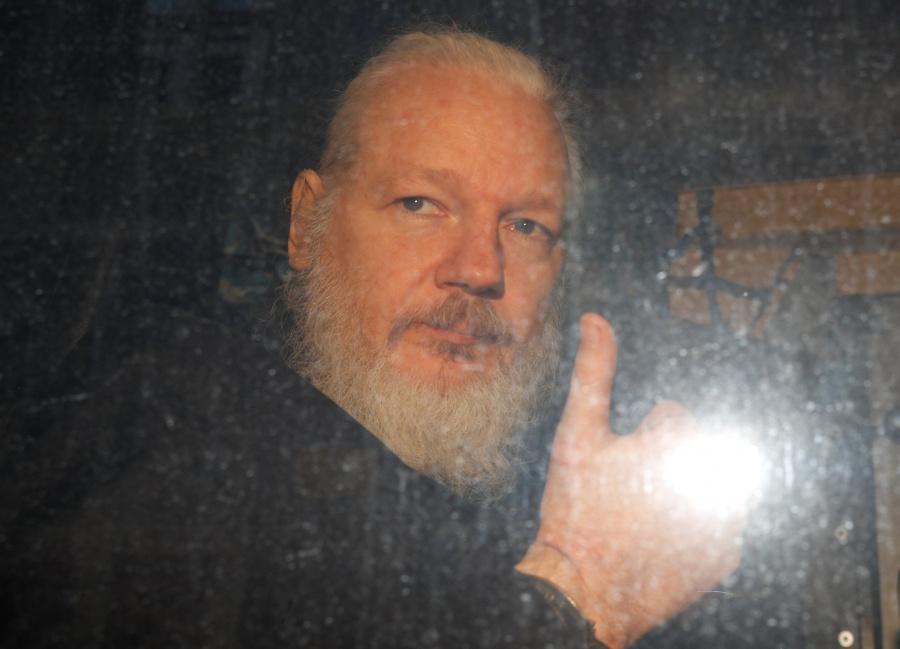 Resultado de imagen para detienen a assange