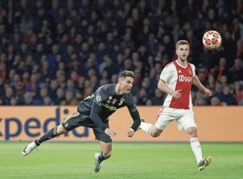 Con golazo de Cristiano, la Juve vive ante el Ajax
