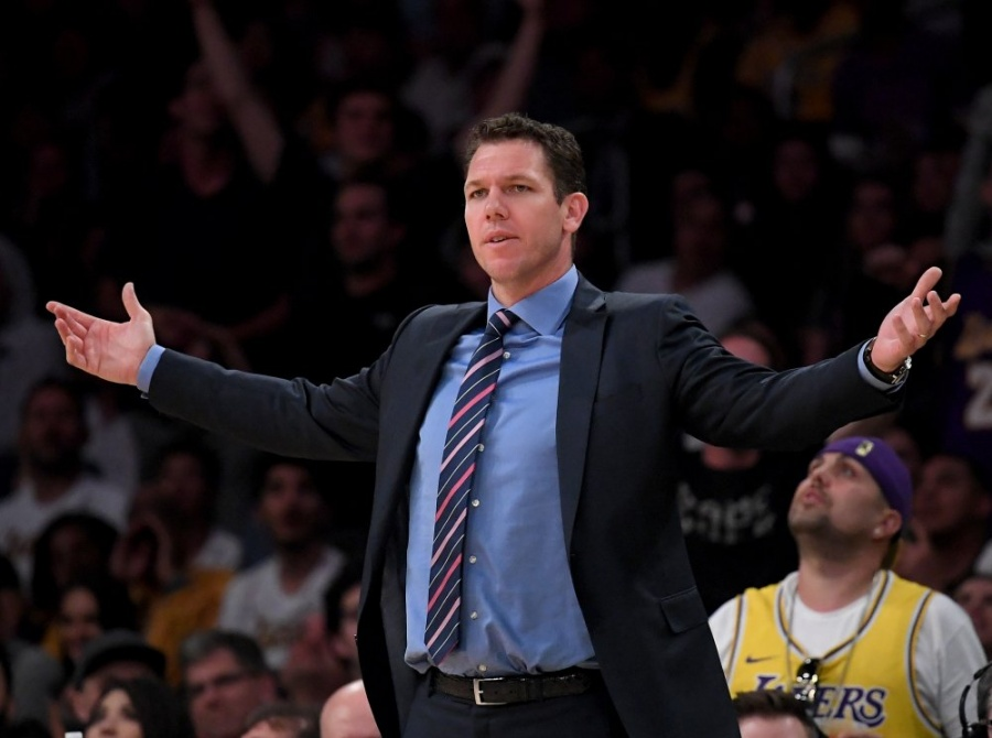 Despiden a Luke Walton, entrenador de los Lakers