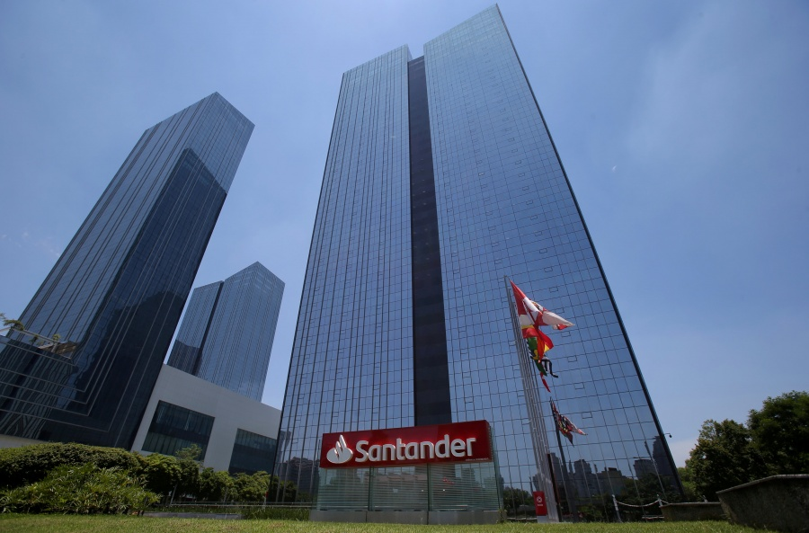 Banco Santander comprará las acciones de su filial en México