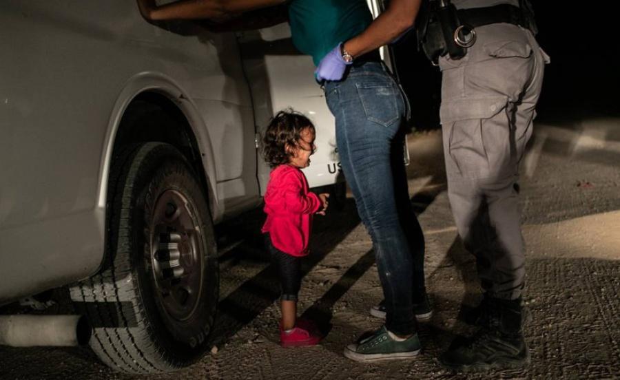 """""""Niña llorando en la frontera de EU"""" la foto del año para World Press Photo"""