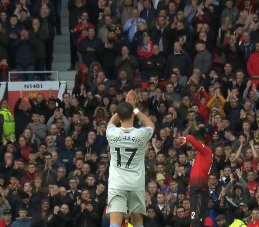 Old Trafford ovaciona a 'Chicharito'