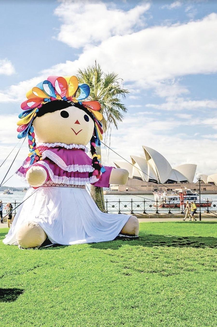 Lele, la muñeca otomí gigante, termina tour mundial en Sidney