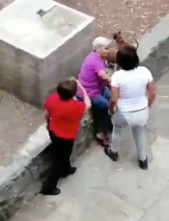 Joven golpea a señora de la tercera edad en Tlatelolco