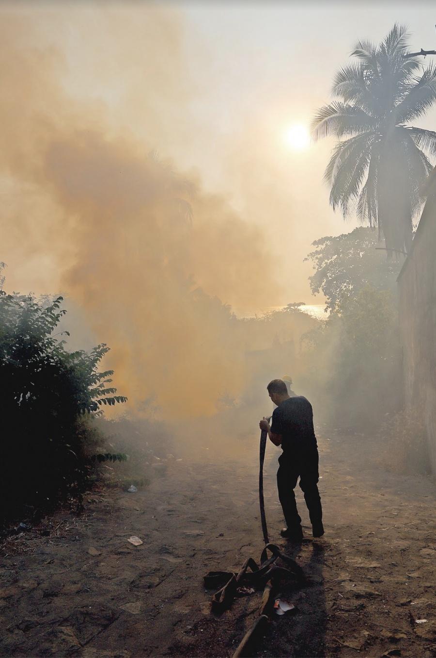 Por ola de calor se incendia Acapulco
