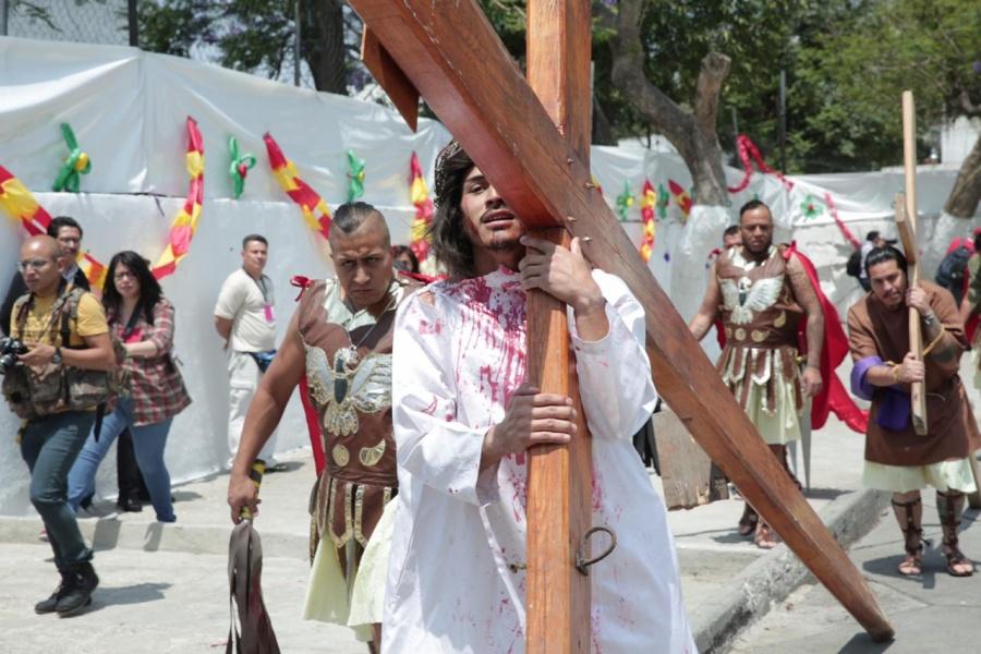 Recrean Pasión de Cristo en penales capitalinos