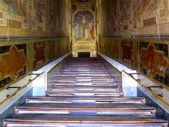 Vaticano abre la Escalera Santa por primera vez
