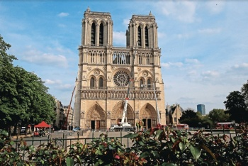 Ofrece Chile, Rusia... ayuda para levantar Notre Dame