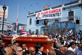 Restos de Alan García llegan a cementerio Mapfre de Huachipa