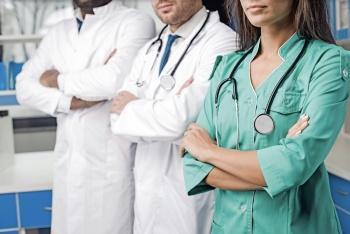 Médicos evaden al SAT con menores ingresos