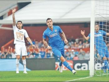 Cruz Azul suma 8 partidos invicto y Chivas toca fondo