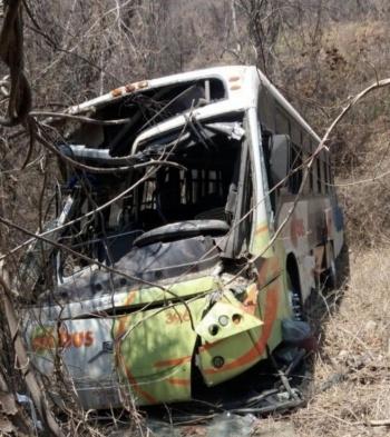 Camión vuelca y deja 40 lesionados en carretera hacia Cacahuamilpa