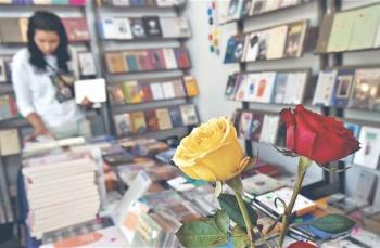 Arman fiesta del libro y la rosa en la UNAM