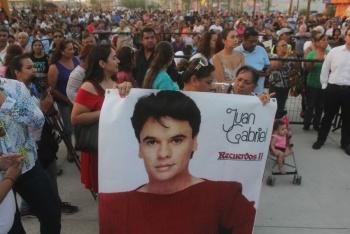 Juan Gabriel está vivo… Por sus canciones: AMLO