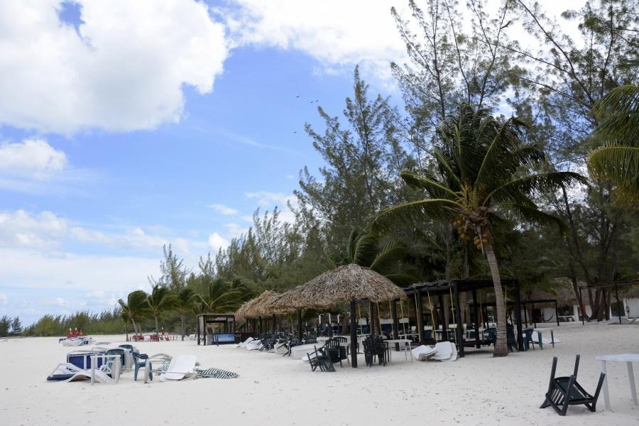 Solicitan se garantice el acceso libre a playas del país