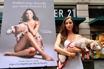 Sofía Sisniega va contra la crueldad animal en el Centro Histórico