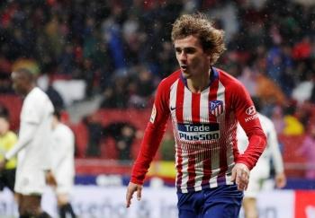 Atlético de Madrid gana al Valencia y aplaza alirón del Barcelona