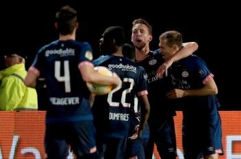 'Chucky' Lozano se lesiona, pero el PSV sigue en la pelea por el título