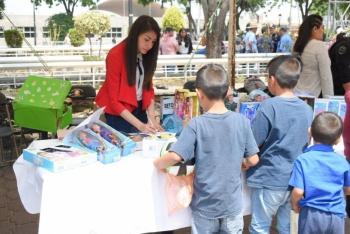 Menores de edad canjean juguetes bélicos en 'Sí al desarme, sí a la paz'