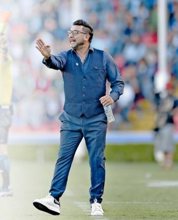 Tras 2 derrotas de Tomás Boy, piden a Mohamed para las Chivas