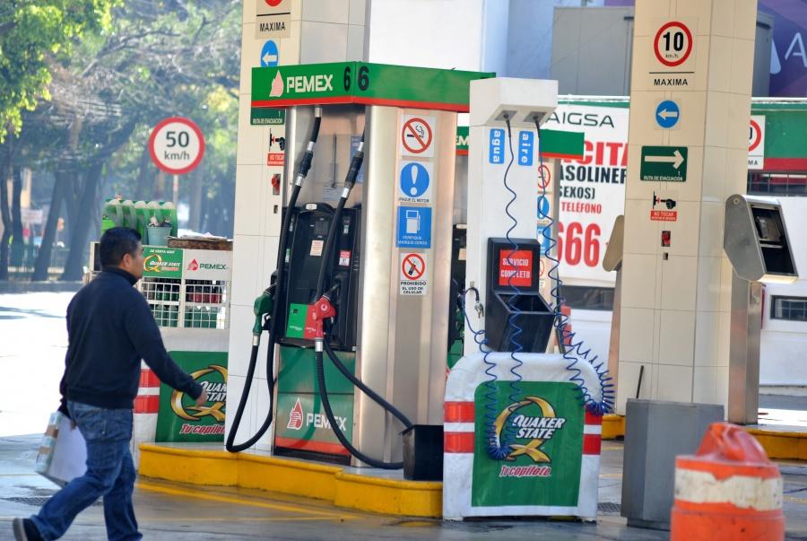 Morena busca regularizar precio de gasolina en CDMX