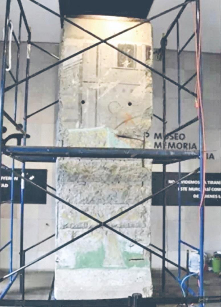 Restauran fragmento del Muro de Berlín