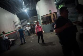 Se fugan más de mil migrantes de estación del INM en Chiapas
