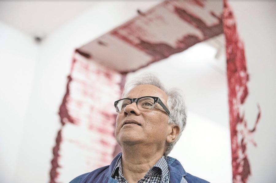 Kapoor llega a Chile con 9 piezas que critican la dictadura militar