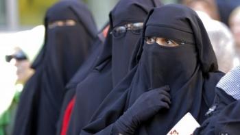 Prohíbe Sri Lanka cubrirse el rostro tras atentados