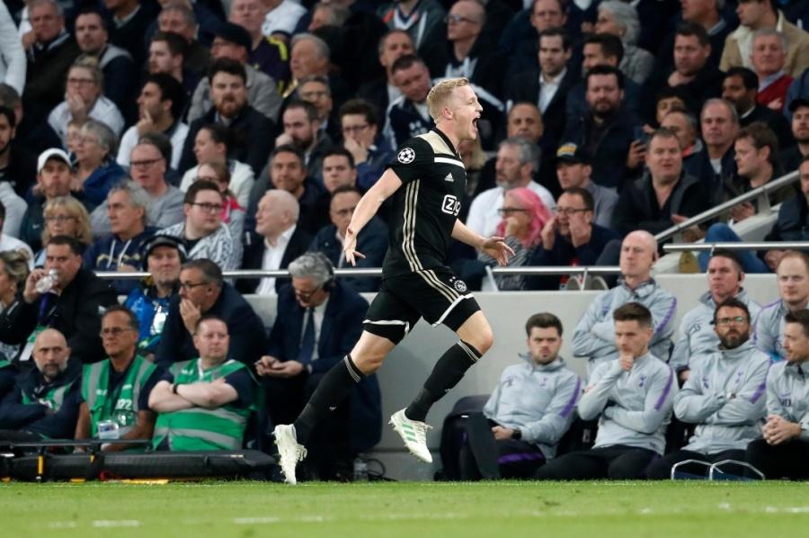 El Ajax pone pie y medio en la final de Madrid