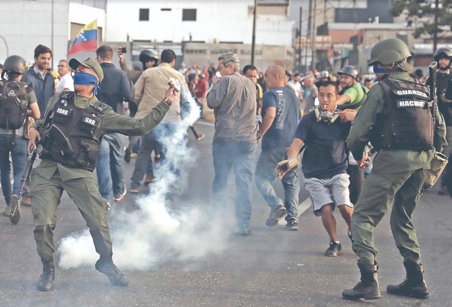 Guaidó fractura a Ejército de Maduro y libera a Leopoldo
