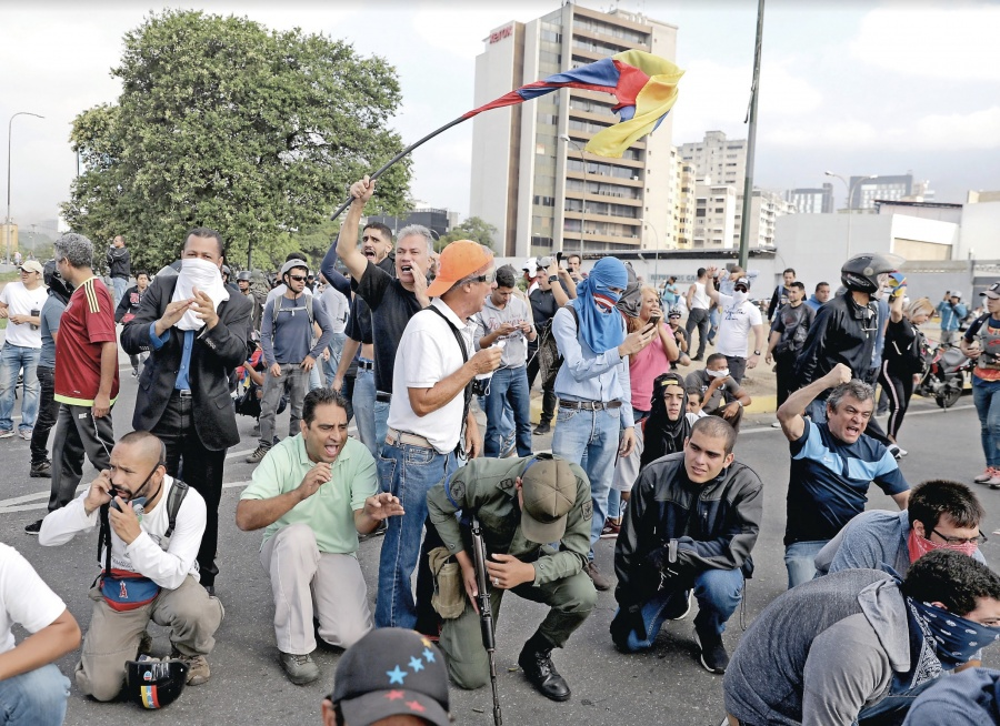 Chavismo censura web, noticieros, emisoras…