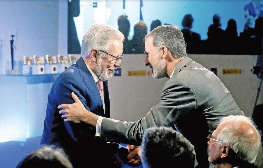 López-Dóriga recibe del Rey Felipe VI mención de honor