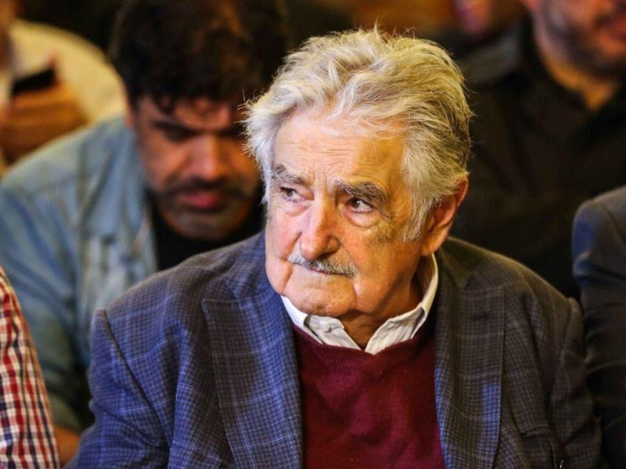 No hay que ponerse delante de las tanquetas, dice José Mujica sobre Venezuela